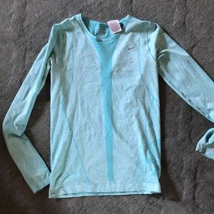 Nike Womens long sleeve dry-fit shirt